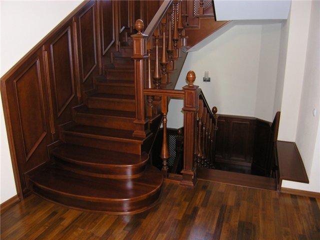 Главные преимущества деревянных лестниц